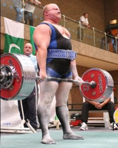 powerlifter deadlifting