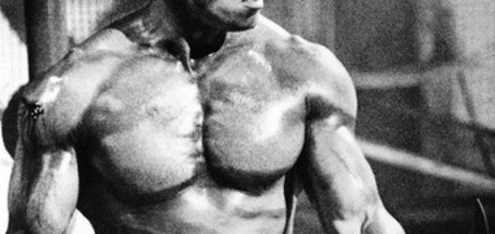 Arnold Schwarzenegger in the film Commando